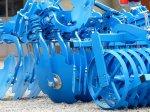 niebieska maszyna rolnicza
